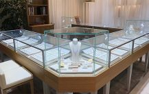 LED standing lighting in Jewelry store